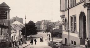 Náměstí pravděpodobně ve 30. letech 20. století. Foto: Archiv J. Rosmuse